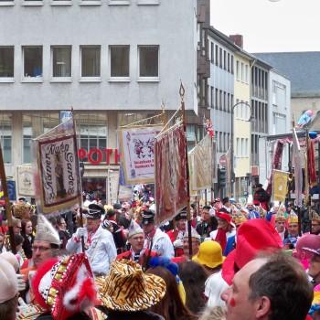 Karneval in Köln, Abwechslung vom Schach in Brühl