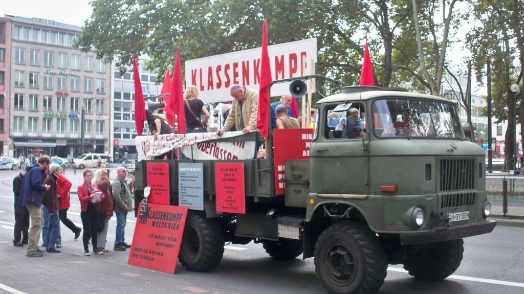 Demonstration mit Bundeswehr LKW am Neumarkt in Köln © Landesblog NRW