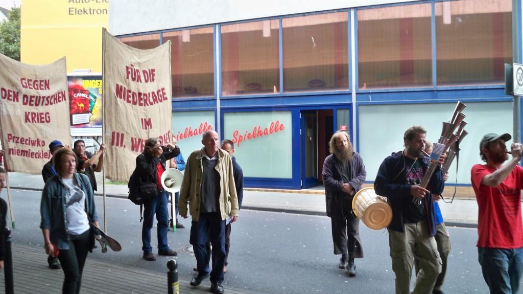 FDJ spielt 2014 auf der Antikriegs-Demo in Köln © Landesblog NRW