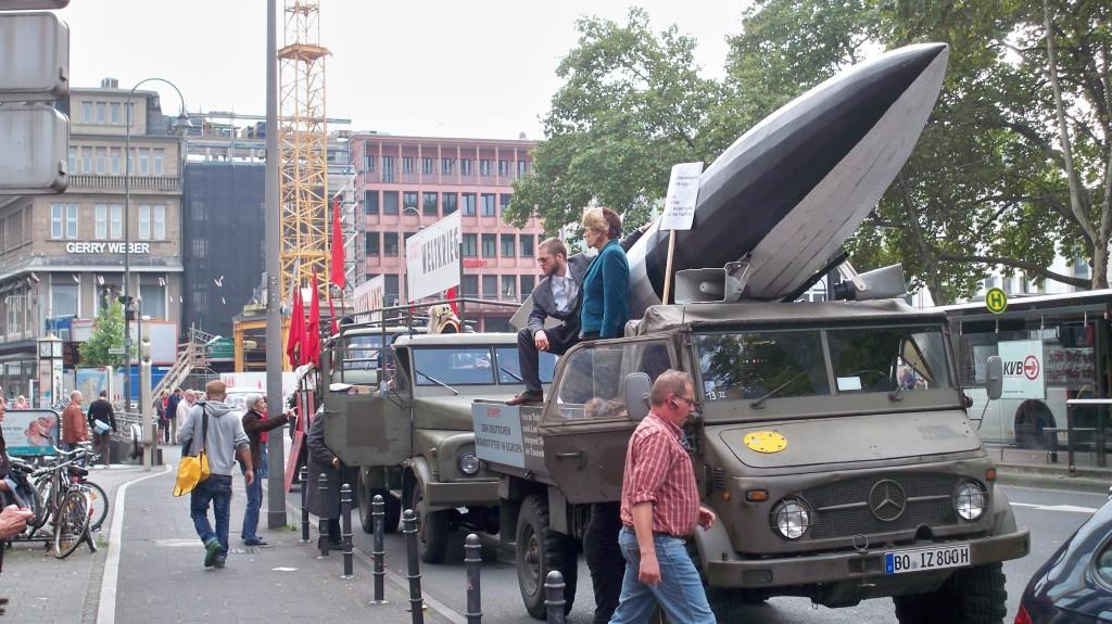 """Die drei LKW der """"Himmlischen Vier"""" am Neumarkt in Köln am 7.9.2014"""