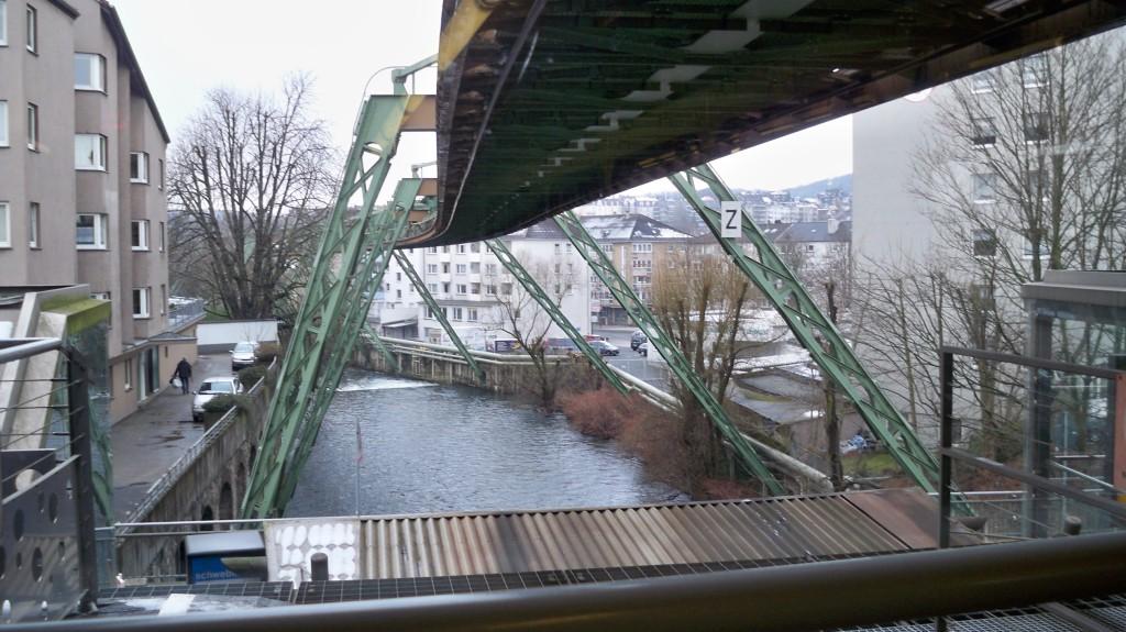Wasserstrecke unter Schwebebahn © Landesblog NRW