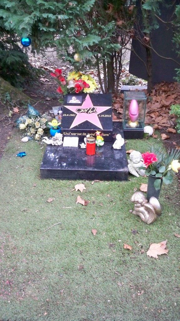 Dirk Bachs Grab auf dem Melaten Friedhof in Köln