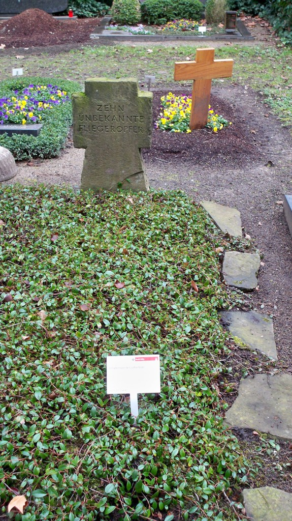 Grab der 10 unbekannten Fliegeropfer auf Melaten Friedhof