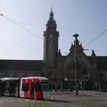 Tote Gleise kreuzen die Linie 044 in Krefeld