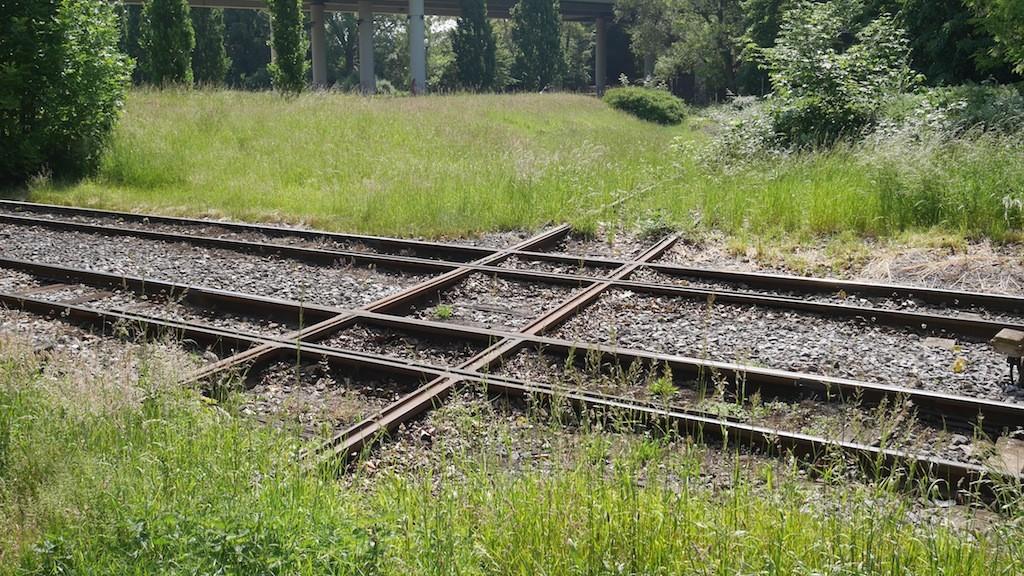 Totes Gleis kreuzt Straßenbahnschienen in Krefeld © Landesblog NRW