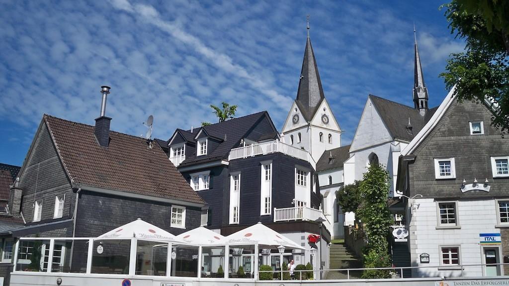 Evangelische Kirche Gummersbach und Gaststätten © Landesblog NRW