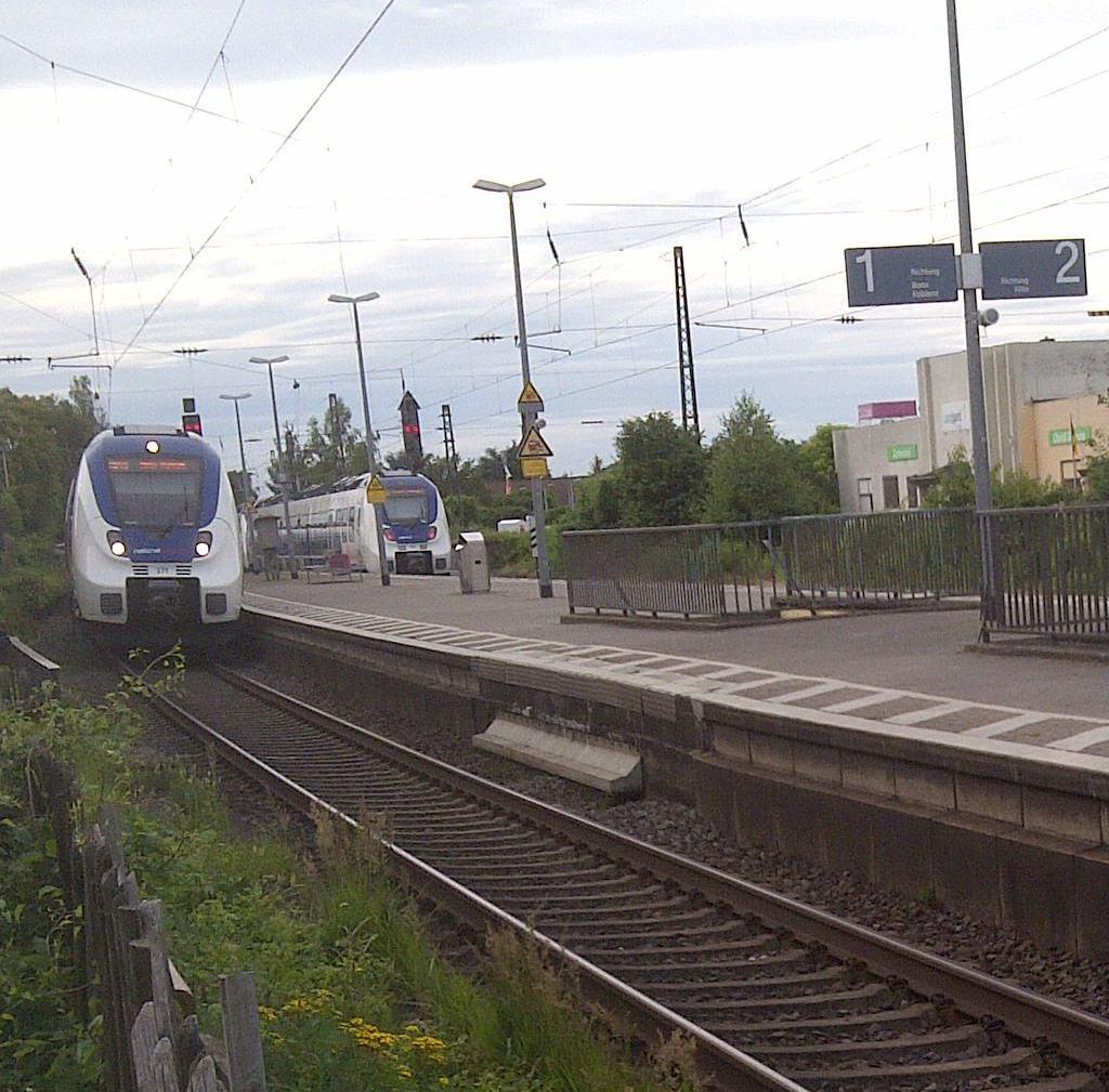 Ankommender und abfahrender RB48 in Roisdorf © Thilo Goetze