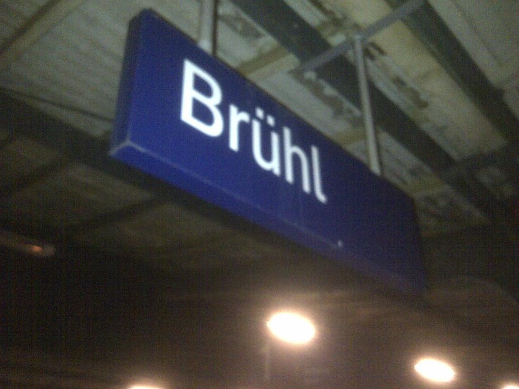 Stationsschild Regionalbahnhof Brühl