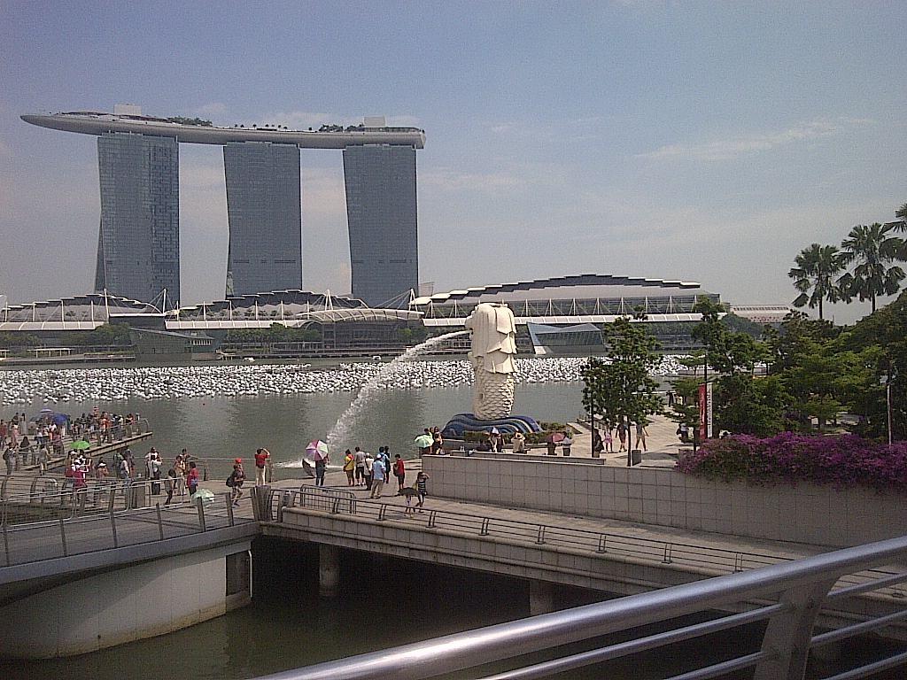 Marina Bay in Singapur mit Merlion (c) Thilo Goetze 2016