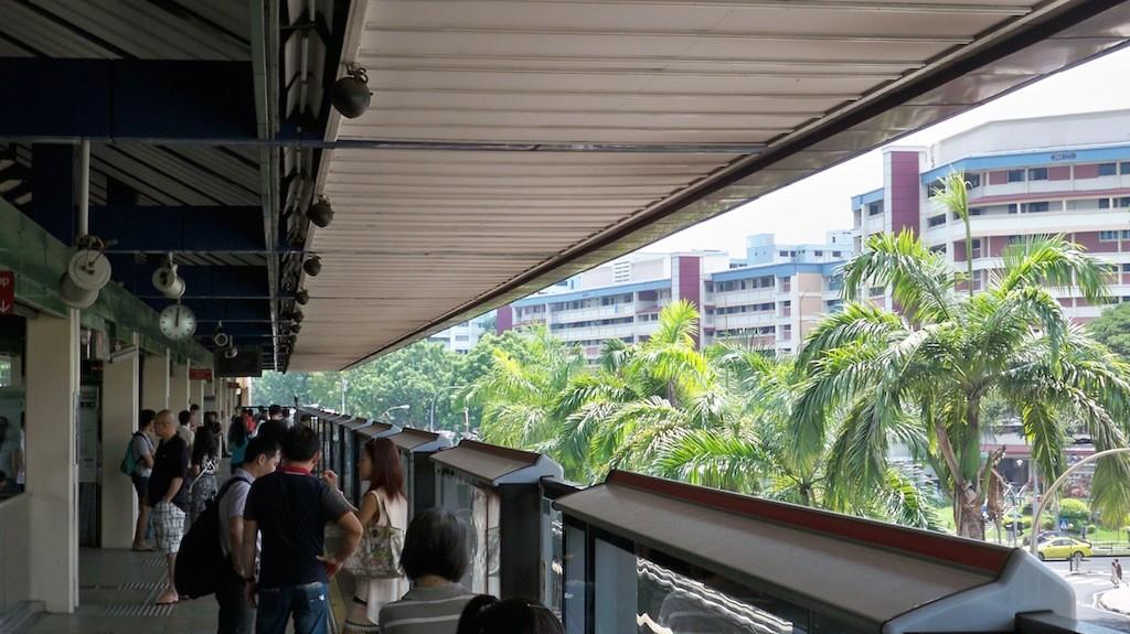 Trennscheiben zwischen Gleis und Bahnsteig in Singapur