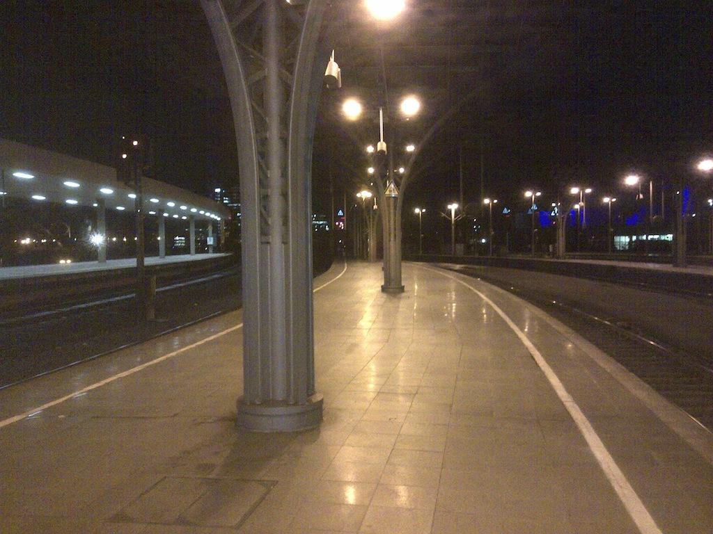 Bahnsteig Gleis 8 und 9 Köln Hbf © Landesblog NRW