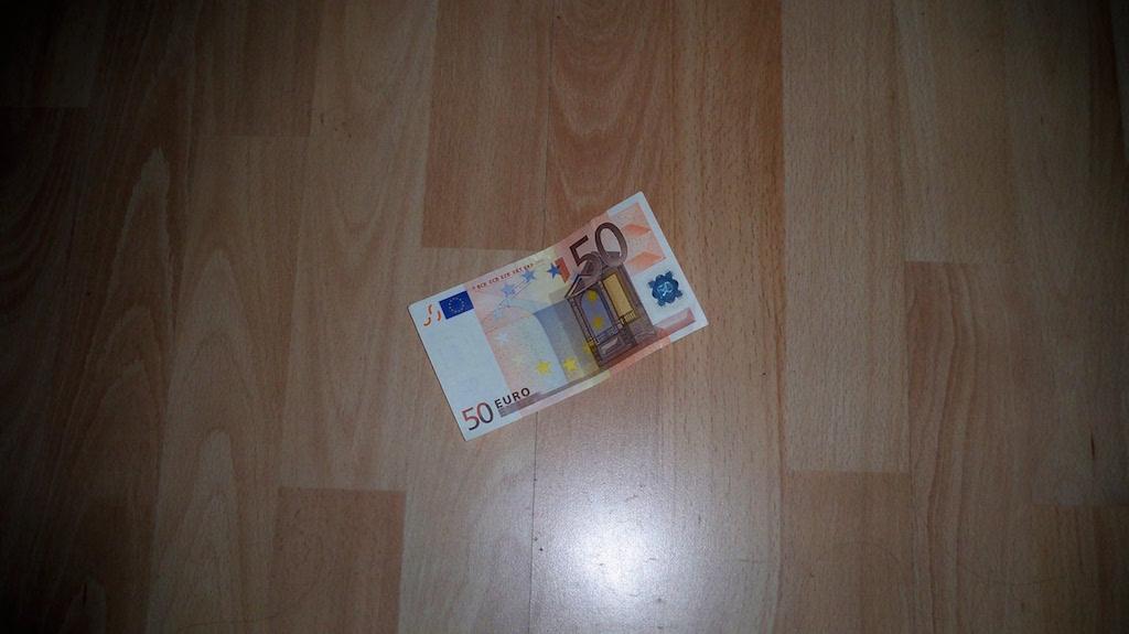 50 Euro auf der Erde