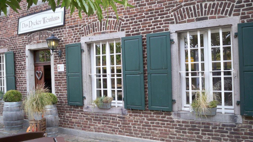 Das Dycker Weinhaus von außen