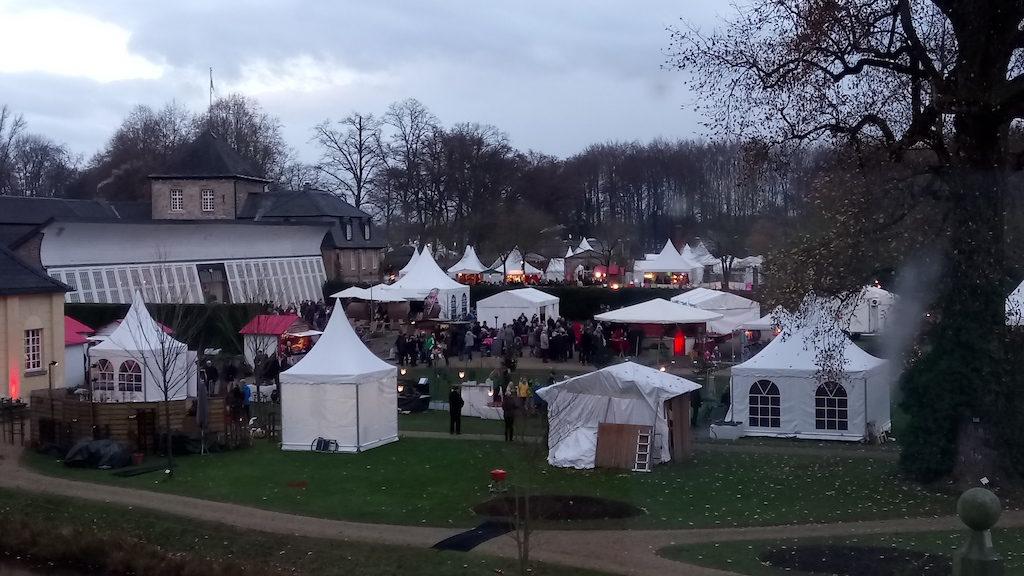 Weihnachtsmarkt Schloss Dyck von oben