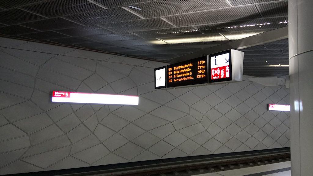 Bahnsteig 5 der Heine-Allee Station in DD
