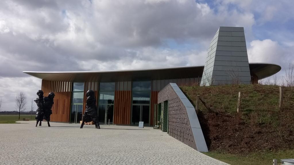 Eingang zum Atelier der Langen Foundation