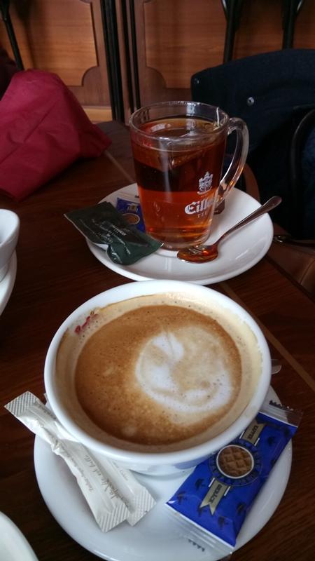 Teetasse und Kaffeetasse