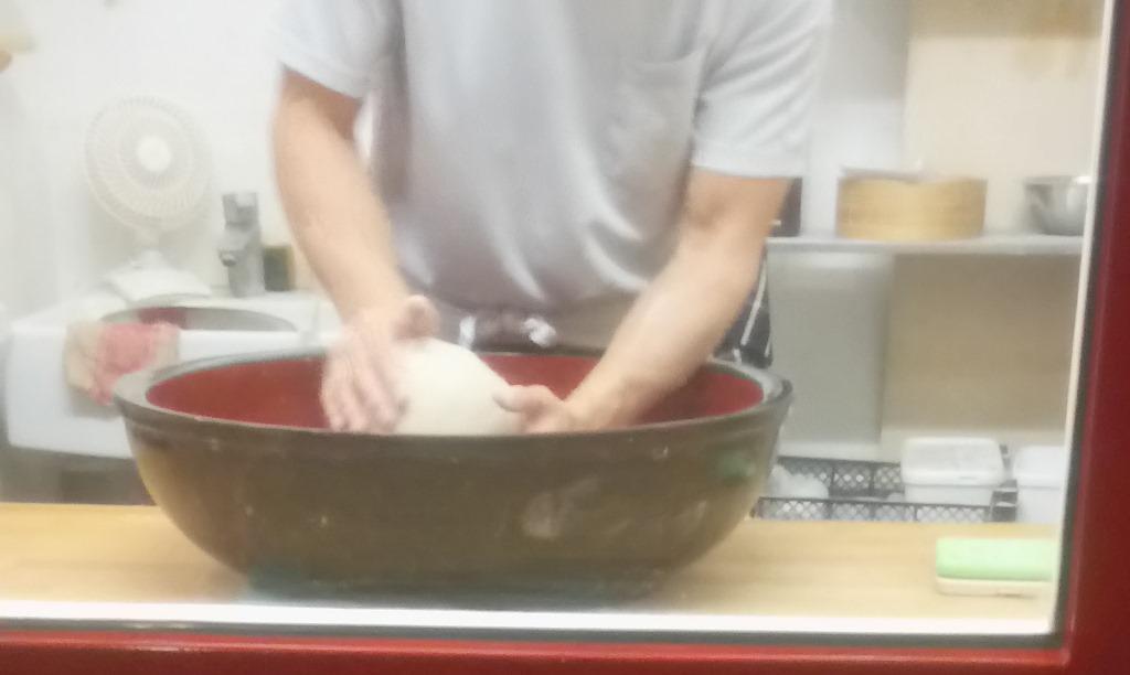 Teig wird geknetet