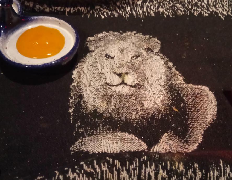Tischdecke mit Löwenmotiv