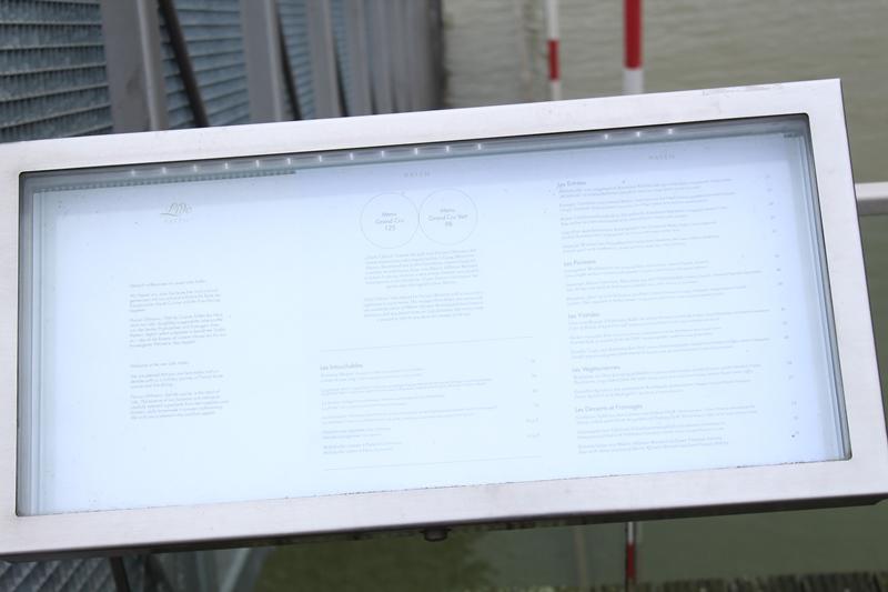 Speisekarte des LIDO unter Glas