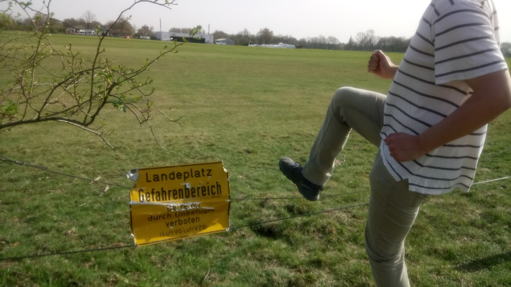 Unbefugter betritt Flugplatz Egelsberg
