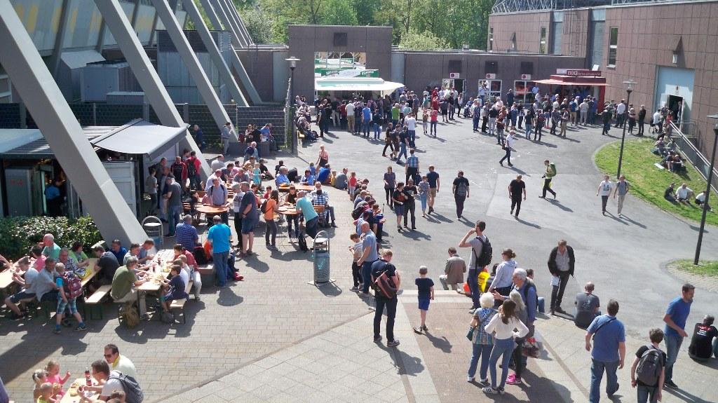 Innengelände Dortmunder Messe mit Verpflegung