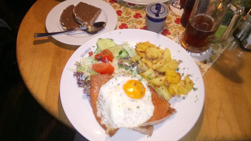 Leberkäse und Bratkartoffeln